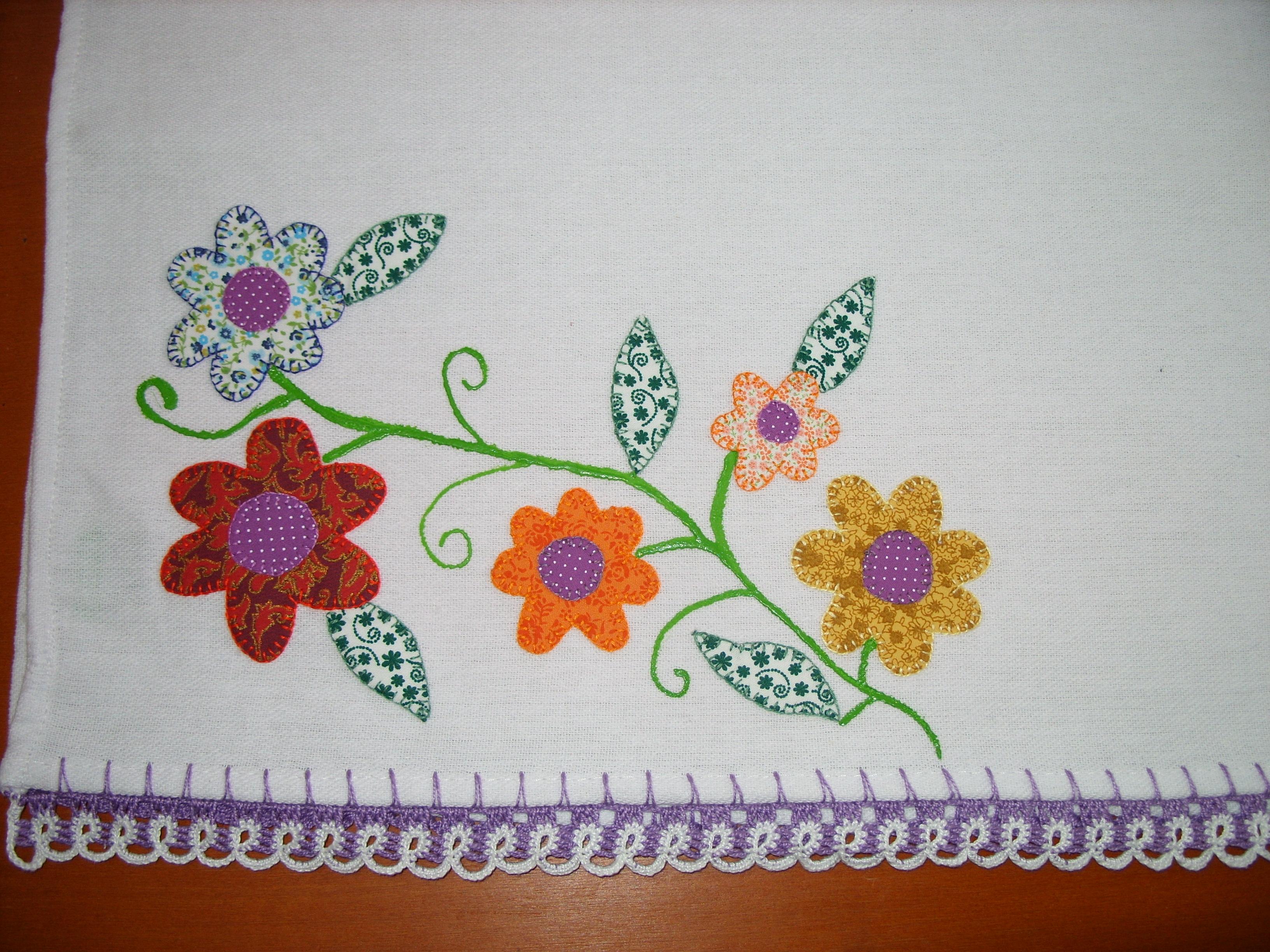 pano de prato com patchwork e bico de croche produto a venda v e n d i