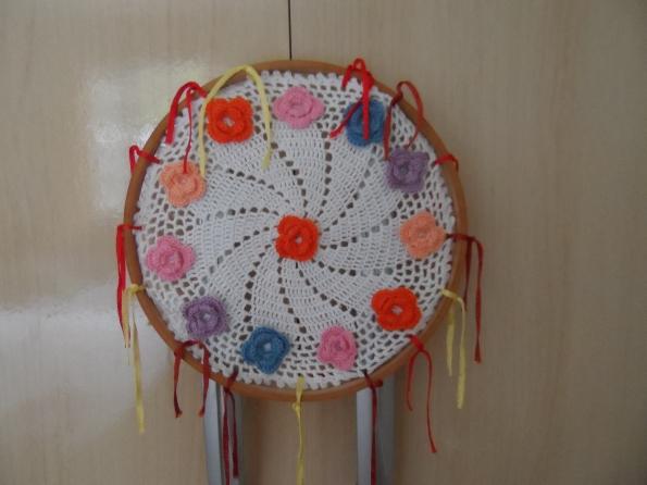 """Roda dos sonhos em croche, essa também vou deixar para minha sobrinha """"JU"""" terminar, pois ela tem muito bom gosto!!!!"""