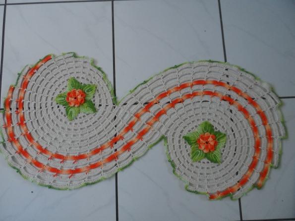 Tapete espiral em croche.  Tamanho 1,00 x 0,50m Preço R$ 60,00 + frete Prazo entrega 10 dias.