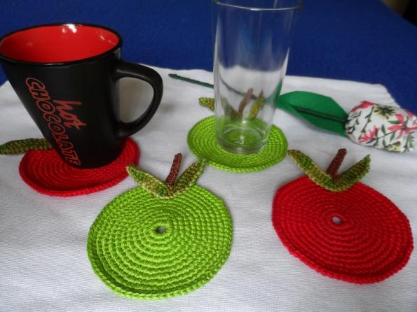Porta copos em croche maça verde e vermelha Aceito encomendas