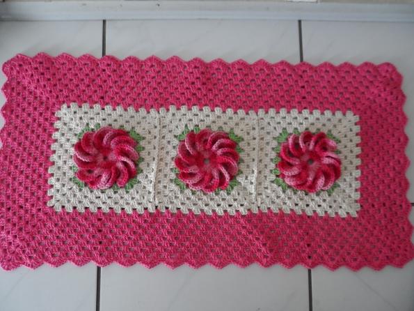 Tapete em croche com flor mexerica Tamanho: 0,40 x 0,82 Preço R$ 45,00 + frete