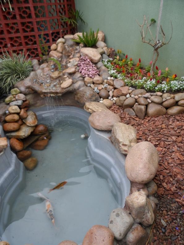 Laguinho para carpas em nosso jardim.