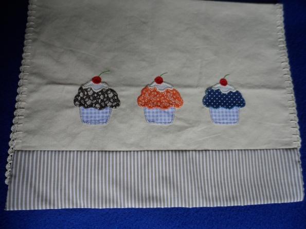 Toalha para fogão ou microondas em tecido de linho e patcholagem